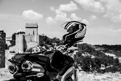 Alarcn en FZ6 (Jc Castellanos) Tags: bw byn blanco y negro paisaje moto yamaha aire libre castillo cuenca fazer castillalamancha fz6 alarcon