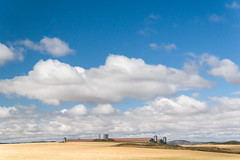 La Granja (Juan Ig. Llana) Tags: espaa paisaje cielo nubes verano campo cosecha cereales granja depsitos aragn granero almacn ferrerueladehuerva