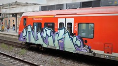 Graffiti (Honig&Teer) Tags: graffiti honigteer hannover hbf hauptbahnhof spraycanart aerosolart urbanart sport steel eisenbahngraffiti eisenbahn railroad railroadgraffiti railways train treno traingraffiti trainart db deutschebahn sbahn