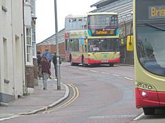 Brighton & Hove Bus 706, Terminus Rd, Brighton. (ManOfYorkshire) Tags: brighton brightonhove bus buses terminusrd station bank descend scania eastlancs omnidekka yp58ugf 706 route27 westdene saltdean alfredfeld students