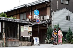 Kyoto - Higashiyama (*maya*) Tags: street japan ancient kyoto traditional kimono obi gion stroll strade giappone strolling higashiyama ninenzaka higashiojidori yasakadori