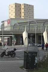 dubbele kooiconstructie 2014-11-23 at 14-34-59 (Guda G) Tags: amsterdam metro afvalbak metrostation noordzuidlijn amsterdamnoord buikslotermeer kooiconstructie