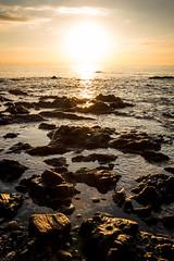 Amanecer dorado (Pirata Larios) Tags: españa costa sol canon mar agua playa amanecer nubes dslr olas rocas dorado piedras orilla espuma haz ceuta 60d horadorada sarchal carloslarios