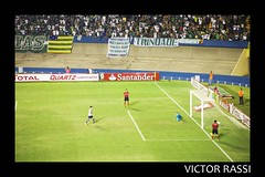 Gois x Emelec (victorrassicece 2 millions views) Tags: brasil canon amrica esportes futebol goinia gois 6d colorida amricadosul 2014 20x30 canonef75300mmf456isusm copasulamericana canoneos6d estadioserradourada goisxemelec