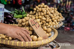 Lanzones fruits on a wicker plate (Arno Enzerink) Tags: fruits festival price fruit hand place market sale tag philippines plate ph sell wicker lanzones mamajao