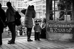 Teddies or fairy tale characters win the hearts of the youngest users.It is Christmas! (horst_fischer56) Tags: people germany children deutschland streetphotography weihnachtsmarkt kinder menschen teddies mannheim teddys badenwrttemberg paradeplatz strasenfotografie fujixpro1
