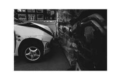 Crash! (J. Garcia2011) Tags: blackandwhite bw white black byn blancoynegro blanco monochrome calle negro bn coche urbana urbano mundane banal vnz callejera comunidadvalenciana mundano momocromo nex5 sigma19mmf28