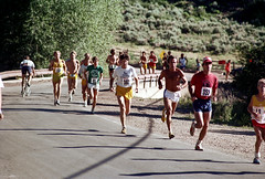 3e-048 (ndpa / s. lundeen, archivist) Tags: road street summer people color film race 35mm centennial highway colorado nick july running numbers runners aspen july4th 4thofjuly runner 1980 1980s 100thbirthday bibs dewolf 3e nickdewolf photographbynickdewolf 18801980 fivemilerace aspenglo reel3e aspencentennial aspenglofive