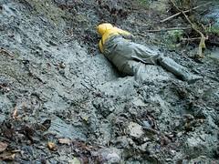 IM001165 (hymerwaders) Tags: wet yellow mud gelb muddy schlamm matsch nass chestwaders watstiefel watsteifel