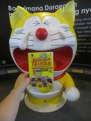 "Cup #Cup Cup __  Doraemon #Jangan #Nangis #ya ^(oo)^  #Tikusnya #Nakal ya #Gigitin #Telinga #Doraemon(^o^)  Cup Cup Cup  ""#Aku Ingin #datang #Liat Doraemon"", Aku Ingin #Begitu (^^)  #Ingin Ingin #Akhirnya #Tercapai()  Di #Taiwan, #dulunya (bukubertualangketaiwan) Tags: cup taiwan doraemon ya sekarang aku liat bkt datang telinga nangis jangan nakal gramedia begitu akhirnya namun ingin dulunya panggil flickrandroidapp:filter=none giantsuneo xiodngdng nobitashizuka gigitin sebutannya tikusnya standbyemedoraemon tercapai dulamng"