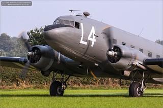 Douglas C-47 Skytrain 'L4-D' N147DC / 2100884