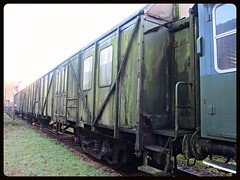 DB, MDyg 986 _ Behelfs Gepckwagen (v8dub) Tags: railroad abandoned museum train germany wagon deutschland junk decay bad rusty eisenbahn railway zug db muse wreck bahn scrap allemagne trein waggon 986 urbex schrott wrack gepckwagen niedersachsen wagen bederkesa pave abstellgleis museumsbahn mdyg behelfs