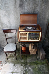 Vintage turntable Radio (DRoofing163) Tags: old radio vintage chair fifties angle cabinet furniture interior wide wideangle player turntable retro recordplayer lp record receiver forties shabby