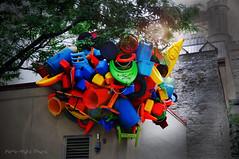 Plastic'art ... ( P-A) Tags: photos courtyard montage bizarre couleur plastique artiste ide trange recyclage spcial ottawaon inusit marchby diffrent nikonflickraward simpa