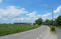 Gieltjesdorp (bcbvisser13) Tags: weg bushaltes busstops fietspad bicycleroad boerderij landschap farmhouse farm barn autos gieltjesdorp stichtsevecht provincieutrecht nederland eu
