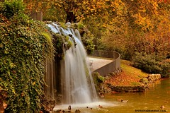 Magic fall (revisited) (brunaita) Tags: nikond610 nikon105f20dc madrid espaa spain spanien elretiro palaciodecristal cristalpalace cascada fall waterfall largaexposicin longexposure langzeitbelichtung otoo autumn herbst colores colours farben clido warm patos ducks ente see lago lake water wasser agua belleza beauty schnheit tranquilidad tranquility ruhe serenidad serenity landscape paisaje landschaft turismo tourism tourist urbano urlaub vacaciones viaje viajar reise trip travel