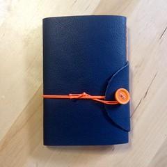 Arancio (La Stanza di Wendy) Tags: lastanzadiwendy bottoni quadernoinpelle rilegatura bookbinding