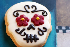 Flower Eyes (sarahellenspringer) Tags: cookie skull flower frosting eat yummy dessert diadelosmuertos dayofthedead