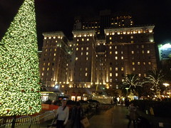 (sftrajan) Tags: sanfrancisco christmas architecture night lights noche nacht christmastree unionsquare nuit stfrancishotel blissfaville