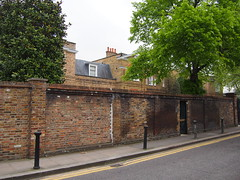 This house is owned by John Fredriksen, aka Norways richest man, its in old church street in Chelsea, London. Its said that Chelsea fotball club owner Roman Abramovitch offered 200 million pounds for the property, but Fredriksen refused to sell.