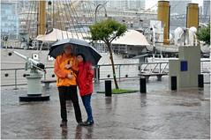 Pour vous rappeler qu'il pleut et vous montrer les parapluies que nous avons achets. (Barbara DALMAZZO-TEMPEL) Tags: argentine buenosaires pluie santiagocalatrava puentedelamujer puertomedera