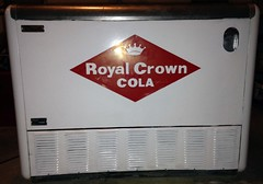 RC Cooler - True Mfg2 (us301Retro) Tags: vendingmachine soda ideal vendo rc sodapop royalcrowncola rccola kelvinator nehi chestcooler truemfg quikold