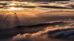 Semplicemente_incredibile (Danilo Mazzanti) Tags: tramonto tramonti sole nebbia luce monti danilo sogno nebbie mazzanti d810 montiliguri danilomazzanti wwwdanilomazzantiit