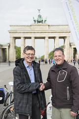 STADTRADELN-Auftakt 2016 in Berlin (STADTRADELN) Tags: berlin start tour platz rad christian tor brandenburger fahrrad auftakt pariser 2016 botschafter radverkehr gaebler stadtradeln
