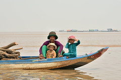 DSC_6692 (Omar Rodriguez Suarez) Tags: smile boat kid cambodia nio camboya