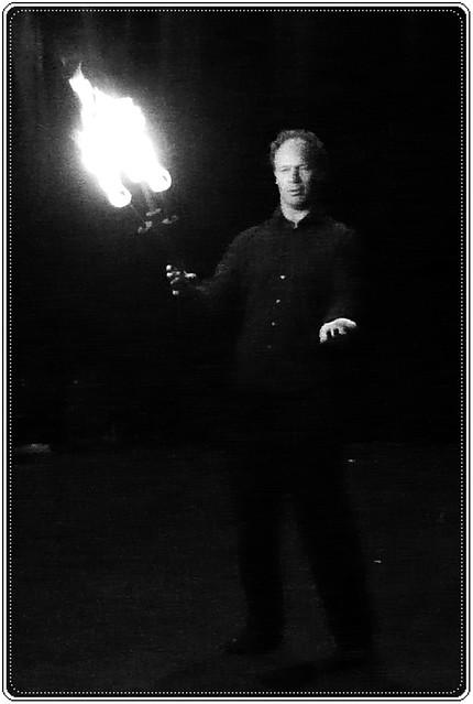 3 - Saint-Vallier ECLA Cabaret circassien Immo, ça va bien, jonglerie avec torche de feu