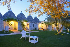 "trulli (3) <a style=""margin-left:10px; font-size:0.8em;"" href=""http://www.flickr.com/photos/118782612@N04/15523310338/"" target=""_blank"">@flickr</a>"