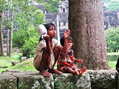 street children 03 (Niccol Mariotti) Tags: street trip canon children asia cambodia angkorwat siemreap angkor cambogia