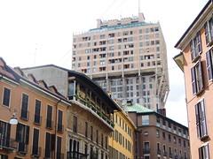 Torre Velasca Milano (Tu prova ad avere un mondo nel cuore...) Tags: city tower italia torre tour toren milano turm lombardia architettura citt   torrevelasca metropoli wiea 2013 v   kule