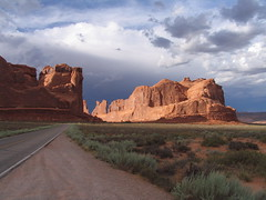 Arches National Park (roddh) Tags: park red southwest rock canon utah arches national avenue viewpoint pro1 roddh img4324