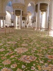 Zjed sejk-mecset: A sznyeg 35 tonna gyapjbl s 12 tonna pamutbl kszlt, teljes slya gy 47 tonna. A sznyegben sszesen 2 268 000 000 csom van. (sandorson) Tags: travel uae abudhabi abu dhabi unitedarabemirates sheikhzayedmosque sandorson mezquitasheikhzayed   egyesltarabemrsgek abudzabi scheichzayidmoschee  dzabi mosquecheikhzayed