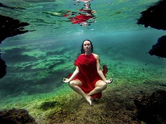 8. Innerpeace (Mindfulness) (Beatriz Glez Sa) Tags: emotions balancing balance health equilibrio emociones meditacin mindfulness paz peace mind mente agua underwater water bajoelagua fotografiasubacuatica subacuatica