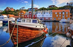 Haugesund, Norway (Vest der ute) Tags: houses seascape norway reflections mirror boat rogaland haugesund fav25 fav200 g7x
