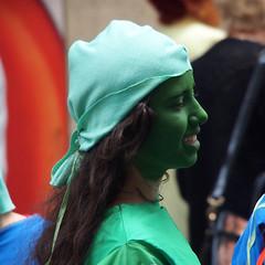 Zinneke Parade - 7 - Green (_ Adle _) Tags: portrait green bruxelles vert rue maquillage profil visage streetshot 2016 jeunefille arteria zinnekeparade zinnode