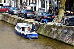 Romeo - Leliegracht Amsterdam (FaceMePLS) Tags: amsterdam boot kade nederland thenetherlands streetphotography wal gracht bezorger schip vaartuig motorboot straatfotografie scheepje facemepls kademuur bezorgdienst kajuitboot nikond5500