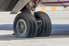 CFR0888 MD-87 Main landing gear (Carlos F1) Tags: barcelona tarmac airplane spain nikon aircraft aviation bcn transport douglas avin spotting transporte plataforma mcdonnell aviacin d300 elpratdellobregat spotter md87 aeronave lebl pronair eckji