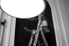 A cabea l no alto (renanluna) Tags: light blackandwhite bw man luz fuji br head sopaulo monochromatic pb sp fujifilm escada ladder 55 homem pretoebranco monocromia cabea 011 x100 renanluna fujifilmfinepixx100