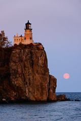 MN_1069_20120930_7360x4912.jpg (Joe Mamer) Tags: travel blue sunset panorama cliff moon lighthouse lake tourism nature minnesota night landscape outside outdoors midwest scenery natural dusk scenic nopeople landmark panoramic greatlakes fullmoon moonrise northamerica destination historical mn lakesuperior nightfall traveldestinations splitrocklighthouse splitrocklighthousestatepark stitchedpanorama minnesotalandscape
