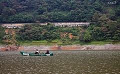 paisaje necaxa 4 (guilletho) Tags: people naturaleza lake canon landscape mexico outdoors boat canoe mexique laguna necaxa escenery