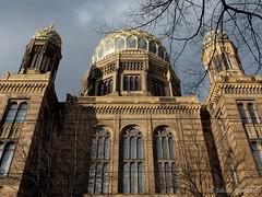 Die neue Synagoge in der Oranienburger Strae (Sockenhummel) Tags: berlin fuji synagoge finepix architektur fujifilm gebude x20 x30 gotteshaus neuesynagoge oranienburgerstrase fujix20 fujix30
