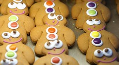 Smiles and Smarties (SteveJM2009) Tags: uk man men june eyes buttons gingerbread smiles parade smarties dorset tray guards reeves baked shaftesbury bakers stevemaskell 2016