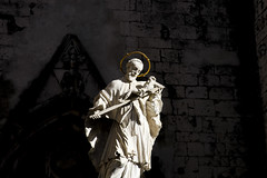 back to black (Zioluc) Tags: luciobeltrami saint halo statue white dark background lisbon