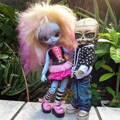 Zombie toy & Titnia  (ink_heron) Tags: instagramapp square squareformat iphoneography uploaded:by=instagram hujoo hujoodoll hujoocustom hujooskull skull calavera