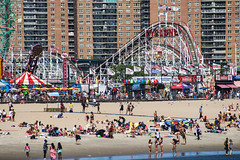 Cyclone on Coney Island (TimoOK) Tags: newyork unitedstates usa coneyisland amerikka nyc vuoristorata rollercoaster ride meri sea water vesi beach ranta