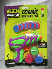 Alien Invasion Cosmic Air Blaster By Toy Bank And Alien FX Industries ITP Imports - 1 Of 3 (Kelvin64) Tags: alien invasion cosmic air blaster by toy bank and fx industries itp imports