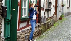 vertical image (tor-falke) Tags: nice fotograf photographie daughter photograph altstadt fille tochter schön schöneaussicht motiv alpha200 alpha200230